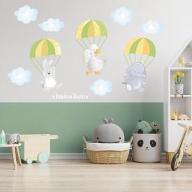"""Wall stickers bambini  """"I Paracadutisti"""" - un elefantino una anatra e un coniglietto con paracadute -foto ambientata-"""
