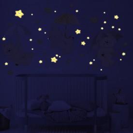 Esempio di pioggia di stelle fluorescenti illuminate in una al buio