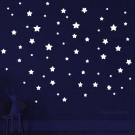 """Adesivi murali fluorescenti """"Stelline Bianche Fluo"""" un cielo stellato -foto ambientata n.2 effetto notte-"""