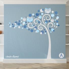 """Adesivi murali alberi """"Albero Famiglia"""". Foto dello sticker su una parete celeste"""
