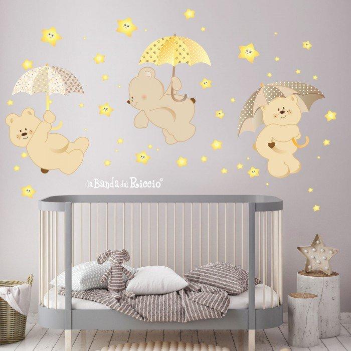 Esempio di adesivo murale pioggia di stelle. Tre orsetti fra stelle fluorescenti