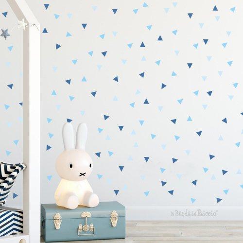 triangoli patter in tre nuances di colori, in questa foto azzurro chiaro azzurro e blu